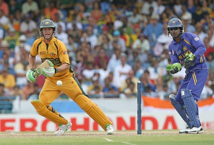 Australian cricketer Adam Gilchrist (L)