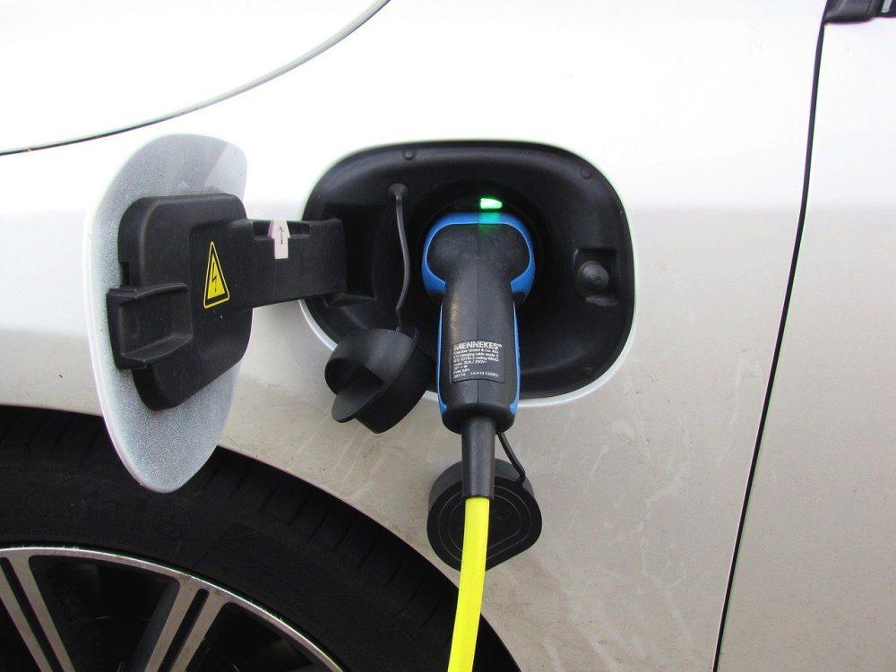 Hybrid Car Plug in